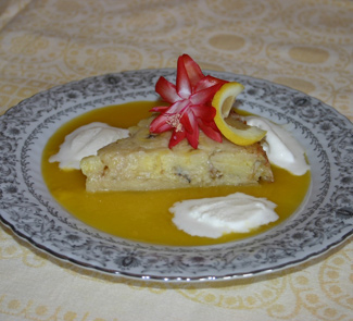 Рецепт Татен с бананами фламбе, кокосовым мороженым и манговым соусом