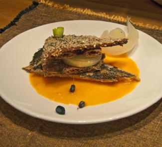 Рецепт Камбала с кунжутном и морковным соусом