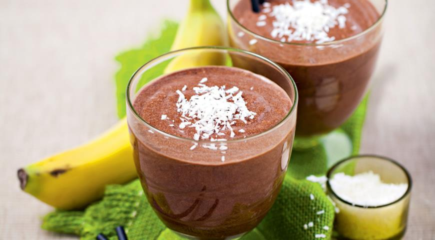Шоколадный смузи с бананом и кокосовым молоком, пошаговый рецепт с фото