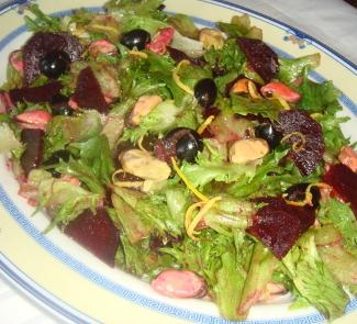Рецепт Зеленый салат с мидиями и свеклой