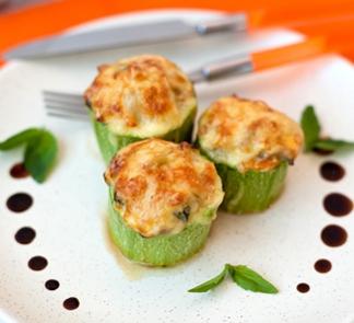 Рецепт Молодые кабачки, фаршированные куриным филе и шампиньонами