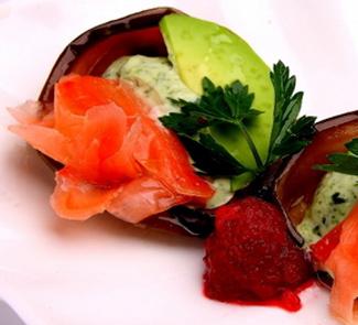 Рецепт Розочки из баклажан с авокадо и маринованным имбирем