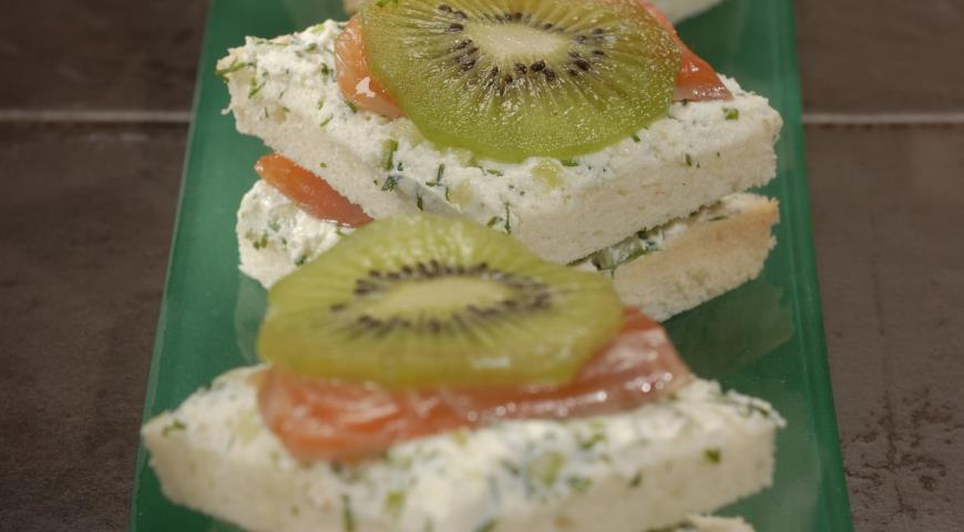 Рецепт Сэндвичи с лососем и киви