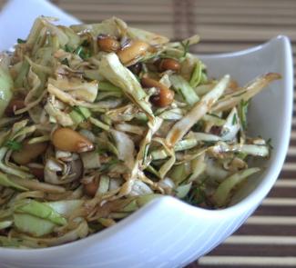 Рецепт Салат с белокочанной капустой и кедровыми орешками
