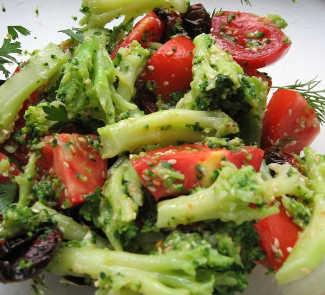 Рецепт Салат с брокколи и вялеными помидорами