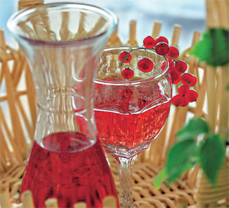 Клубнично-смородинное вино, пошаговый рецепт с фото