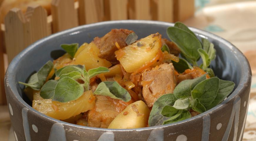 Рецепт Свинина, тушенная с ананасом