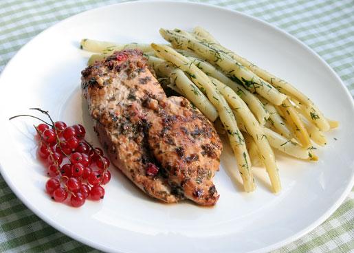 Рецепт Куриное филе в маринаде из красной смородины