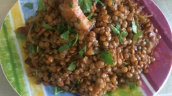 Тушеная зеленая чечевица с копченой грудинкой, пошаговый рецепт с фото
