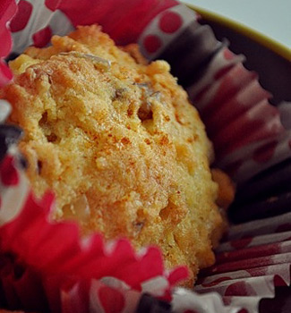 Рецепт Кукурузно-сырные кексы с семечками и грецкими орехами