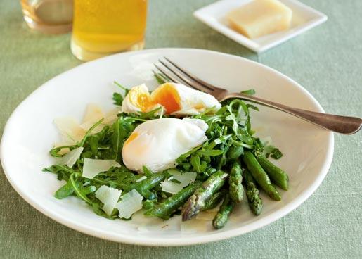 Рецепт Теплый салат со спаржей и яйцом