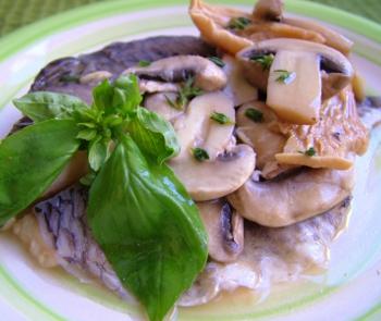Рецепт Рыба Святого Петра (тилапия) в белом вине с грибами