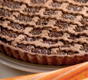 Шоколадный пирог с курагой