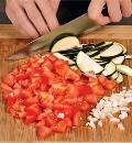 Феттучине с цукини, помидорами и фетой. Шаг 1