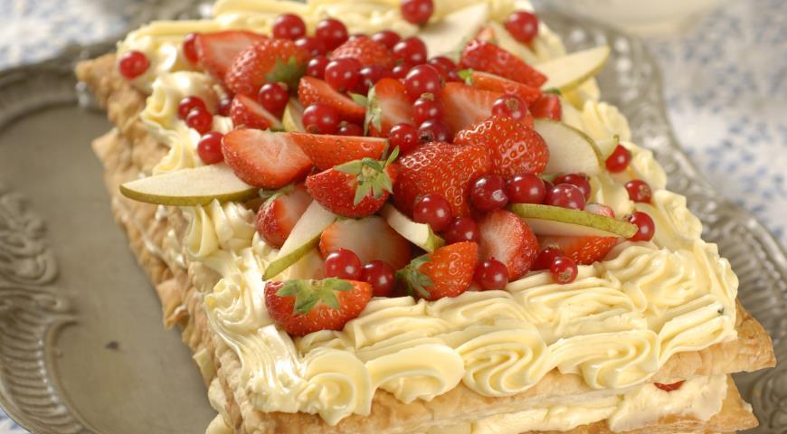 Рецепт Фруктово-ягодный наполеон в мятном сиропе