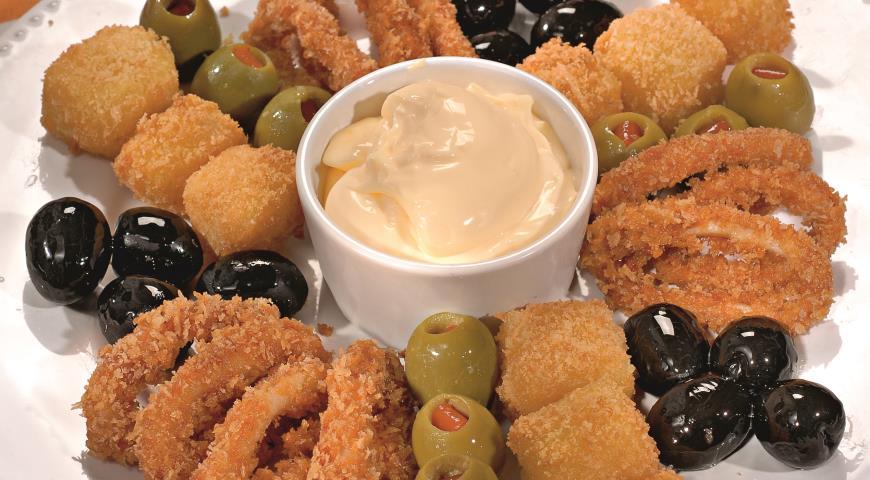 Рецепт Кольца кальмаров с сыром, маслинами и оливками