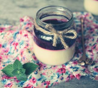 Рецепт Панна котта с малиновым соусом и мятой
