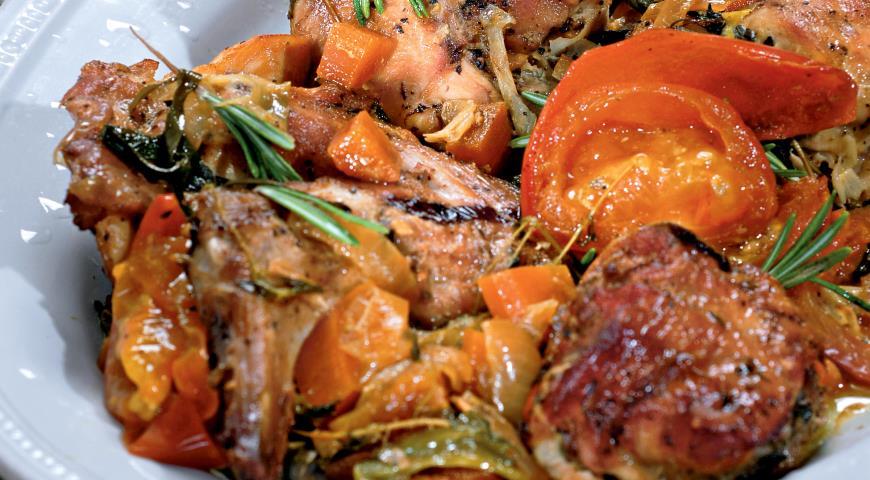 Рецепт Тушенный с помидорами кролик