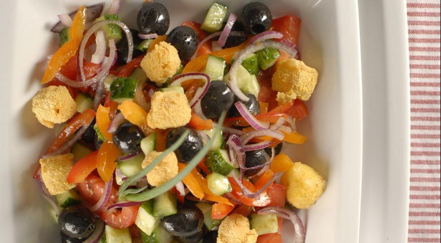 Рецепт Греческий салат с жареным сыром
