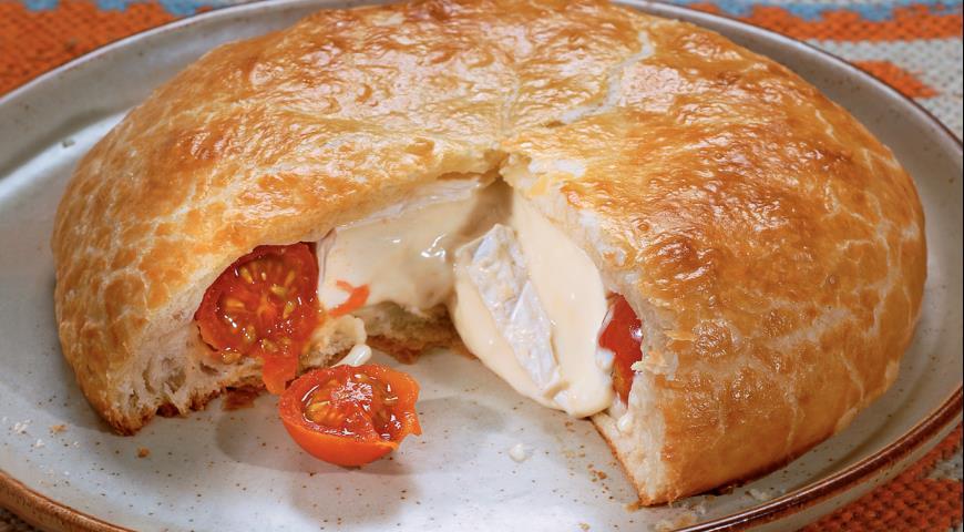 Рецепт Пирог с помидорами и сыром бри