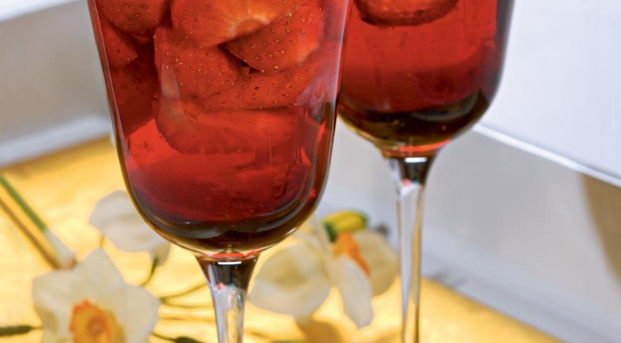 Рецепт Клубника в розовом вине
