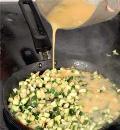 Фото приготовления рецепта: Омлет Три вкуса, шаг №6