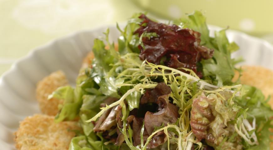 Рецепт Зеленый салат с жареным сыром