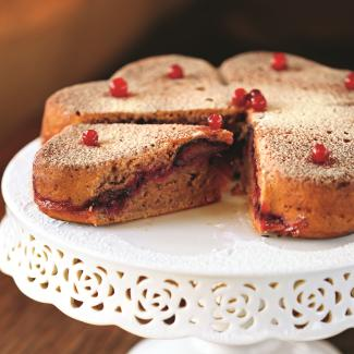 Рецепт Постный пирог со сливами и брусникой
