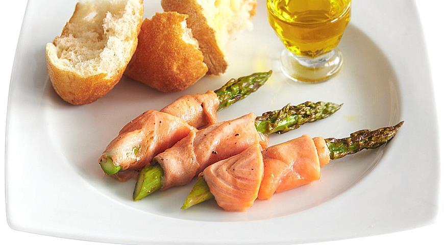 Рецепт Запеченная спаржа с лососем
