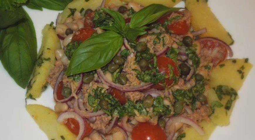 Рецепт Теплый салат из тунца с фасолью и картофелем