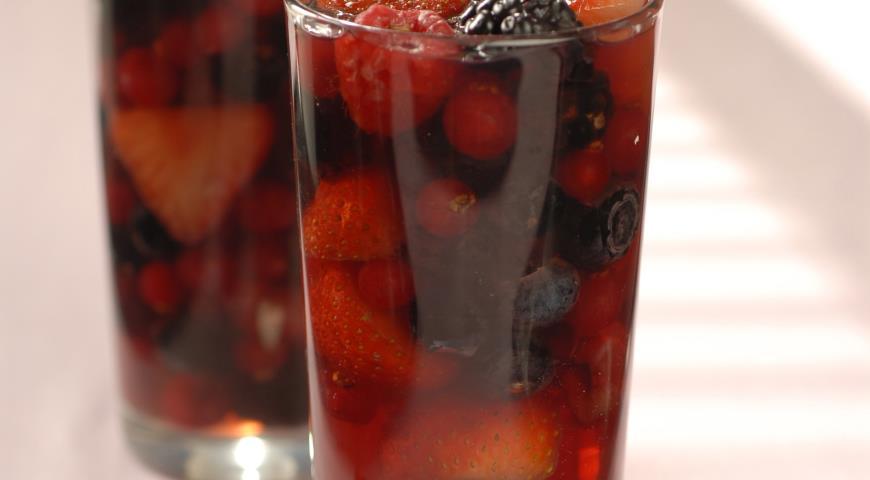 Рецепт Ягоды в желе из розового вина