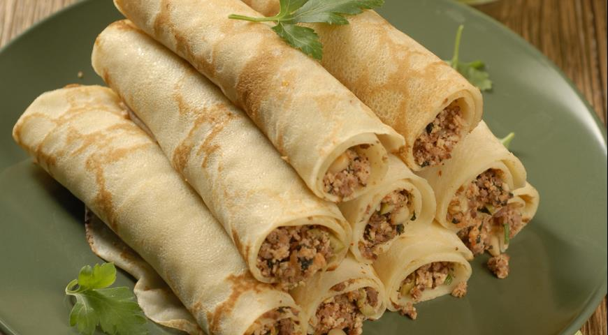 Рецепт Блинчики с мясом, оливками и кедровыми орешками