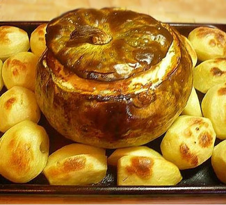 Рецепт Тыква, фаршированная мясом и грибами с печеной картошкой