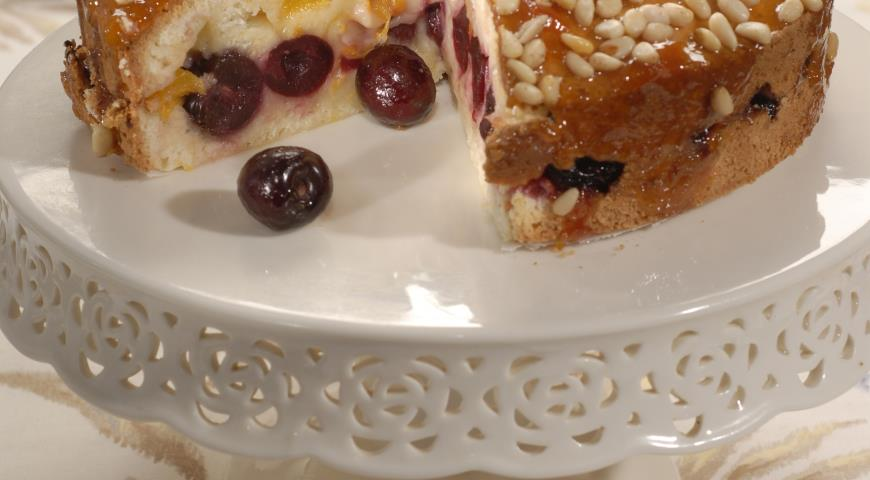 Рецепт Пирог из черешни с кедровыми орешками