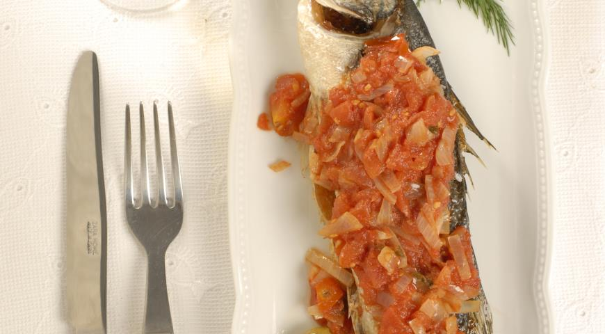 Рецепт Сибас в остром томатном соусе