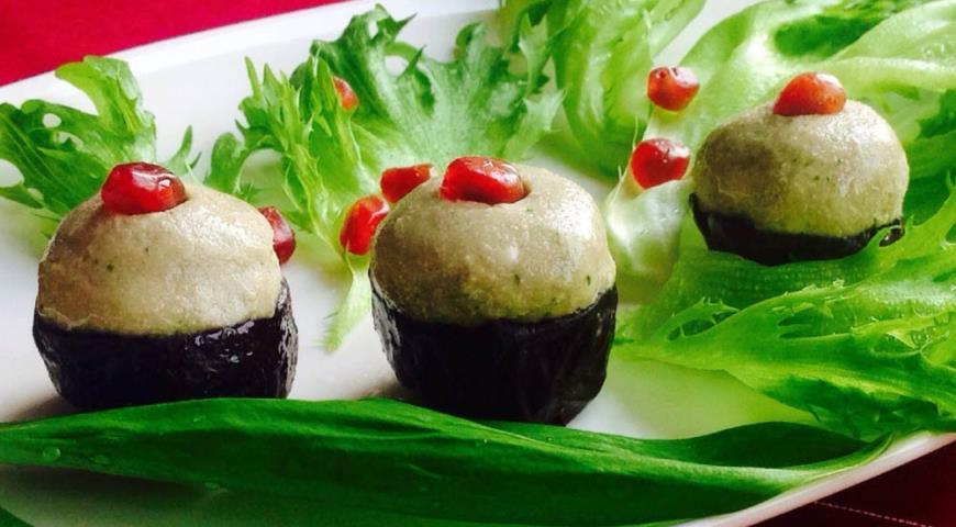 Рецепт Закуска из чернослива с фасолью, грецким орехом и черемшой