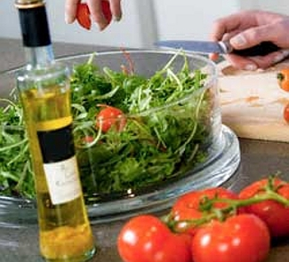 Рецепт Салат с рукколой, помидорами черри и кедровыми орешками