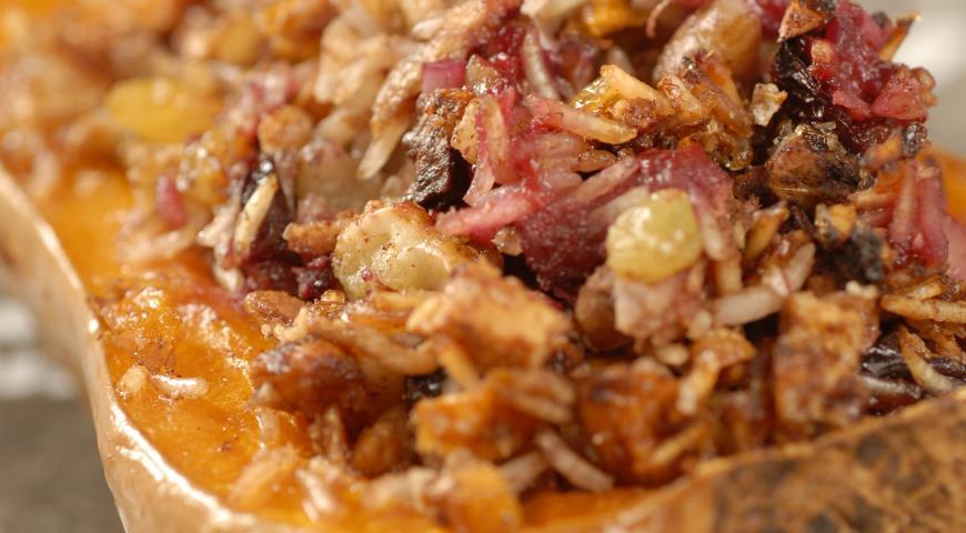 Рецепт Тыква, запеченная с яблоками, рисом и орехами
