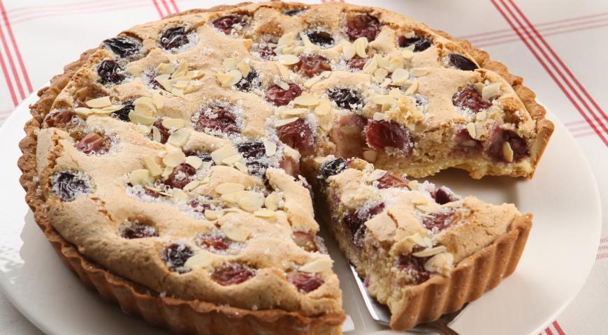 Рецепт Пирог с виноградом и миндалем