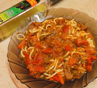 Спагетти с говядиной в томатном соусе