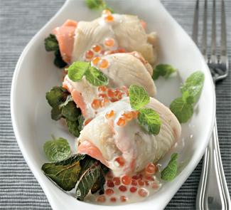 Рецепт Рулетики из камбалы и лосося с белым соусом