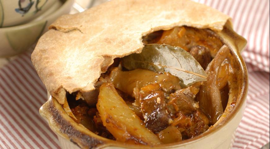 Рецепт Жаркое с мясом и грибами в горшочках