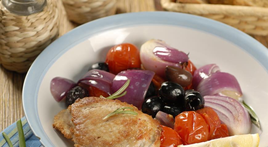 Рецепт Свинина с помидорами и маслинами