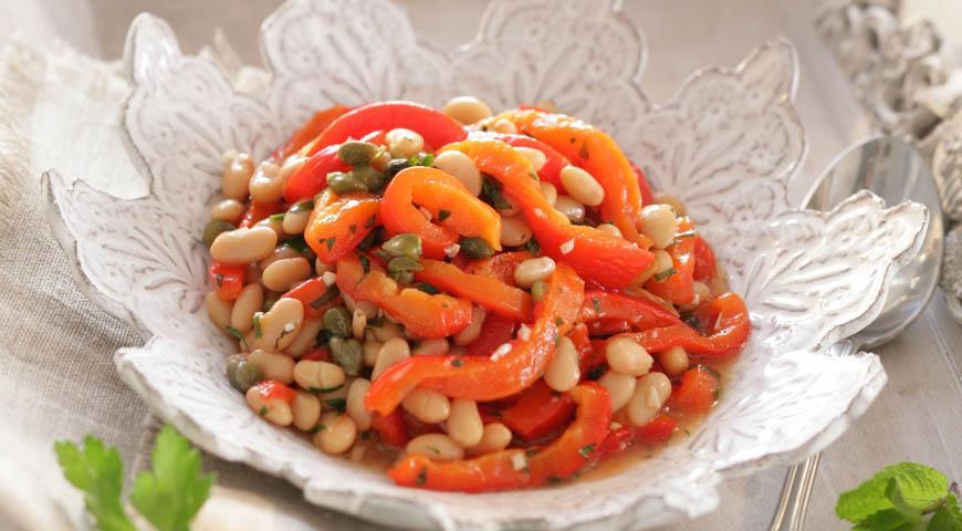 Рецепт Салат из фасоли с печеным перцем