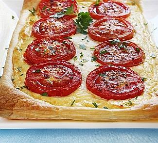 Рецепт Пирог с томатами, базиликом и сыром Таледжио