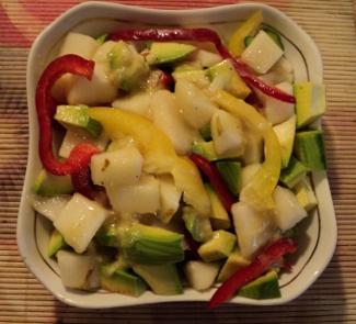 Рецепт Пестрый салат с грушами и авокадо