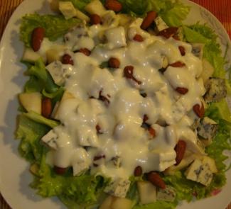 Рецепт Легкий салат из груш с твердым сыром с голубой плесенью