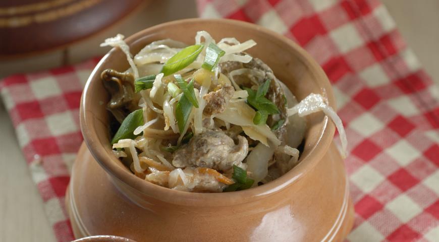 Рецепт Тушеная капуста с мясом и грибами