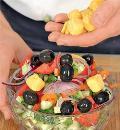 Греческий салат с жареным сыром. Шаг 4