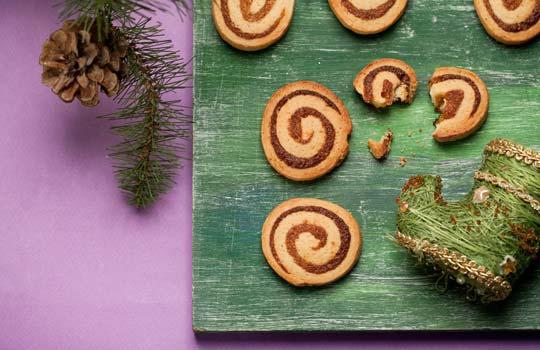 Рецепты печений - печенье с шоколадными каплями, печенье с орехово-шоколадной пастой, имбирные пряники с глазурью, завитки с абрикосовой начинкой, апельсиновые печенья с джемом, печенье с молочным шоколадом